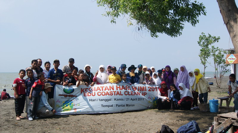 Tim Edu Coastal Clean Up Sekolah Alam Ar-Ridho